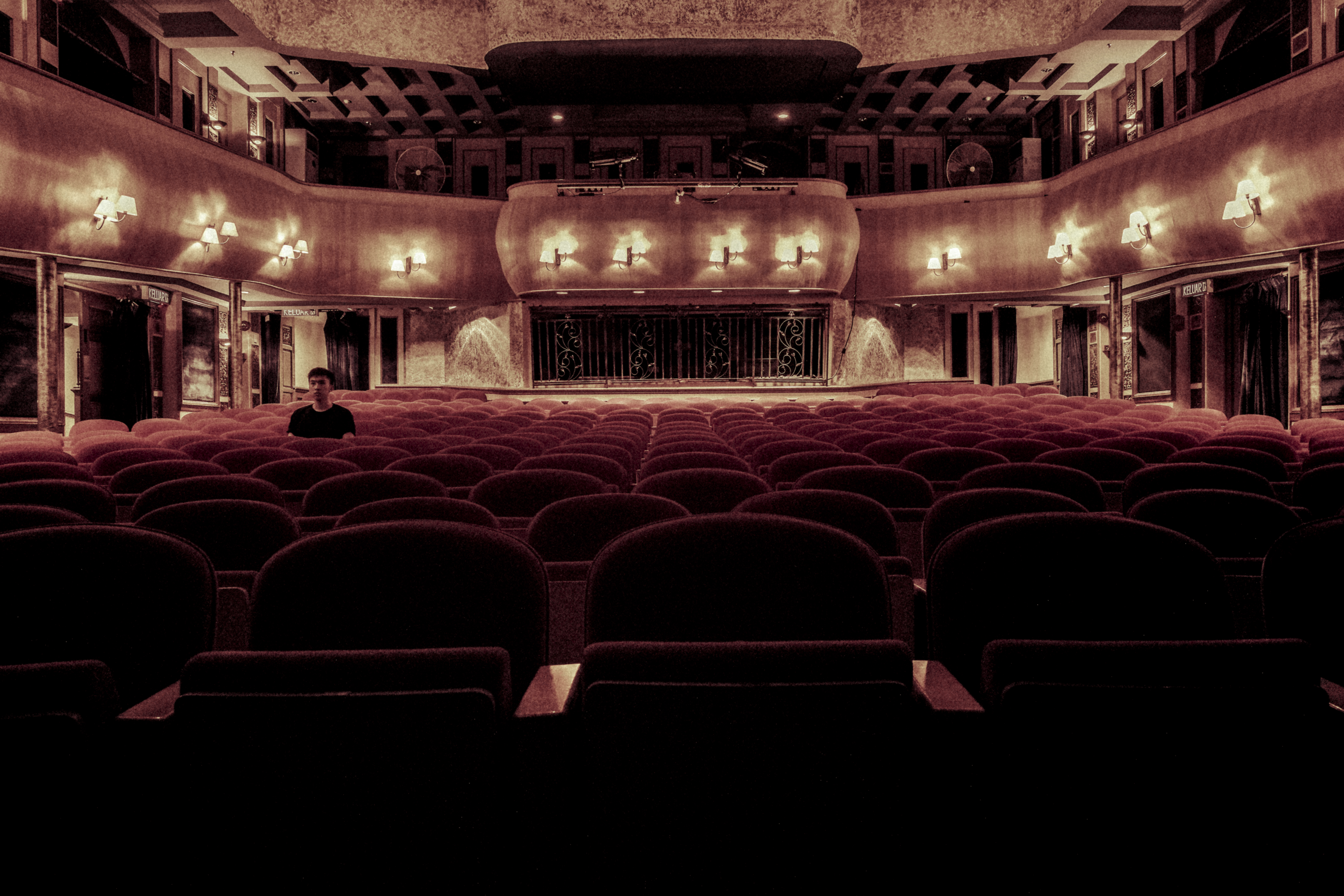 Are you ready for this post about the theaters? This is post about philosophy and you might not get it immediatly. Are you up for the challenge?